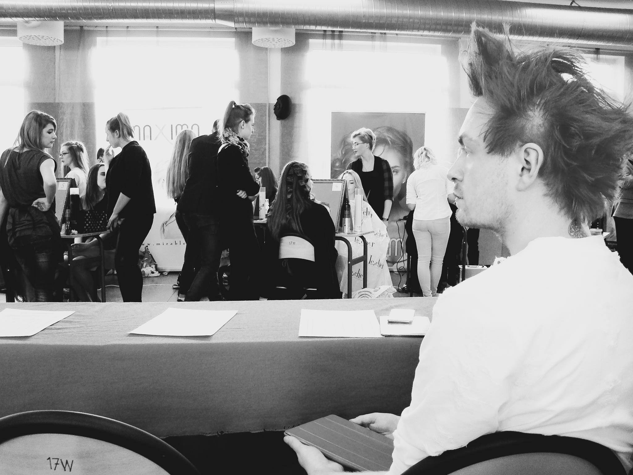 Alan Dąbrowski jururem podczas 8 frstiwalu fryzjerstwa Artystycznego.